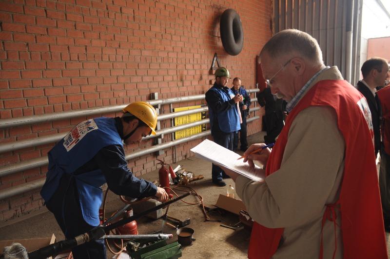 электромонтер кабельщик по ремонту монтажу кабельных линии